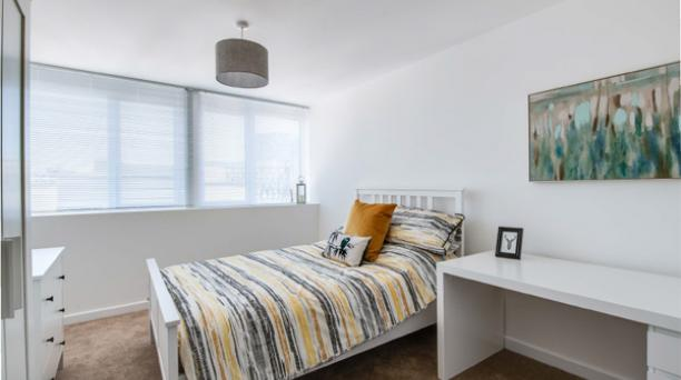 double bedroom with wardrobe and single window