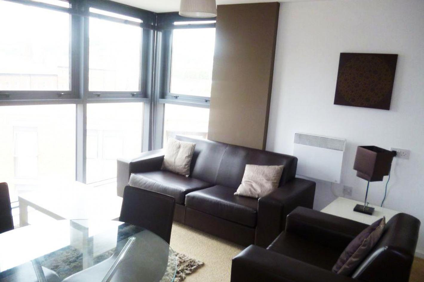 lounge area with panoramic views, floor to ceiling windows
