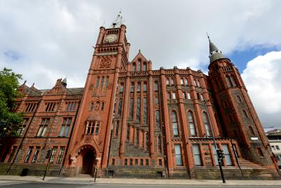 liverpool university, red brick gothic building with large clock tower